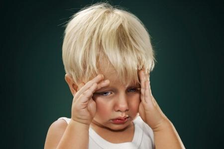 Почему у ребенка болит голова и что ему дать от