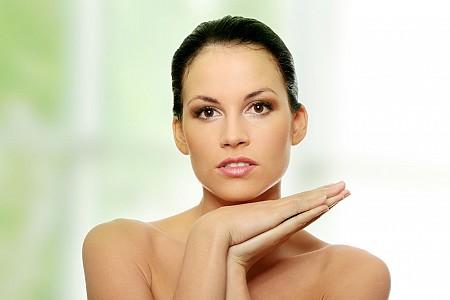 Как сделать кожу в зоне декольте гладкой